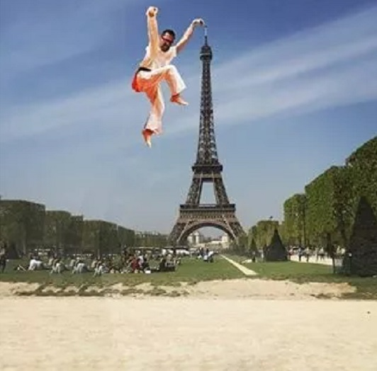 eifel tower karate photoshop