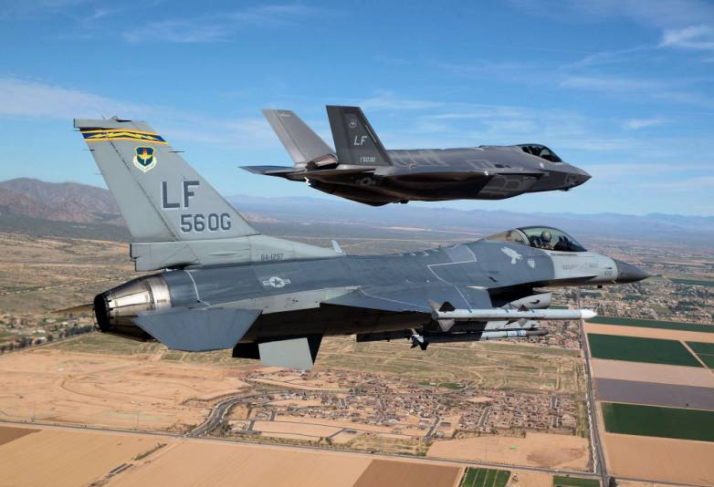 F-35 F-16 Fighter Dogfight Test