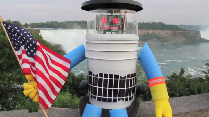 Hitchhiking Robot Decapitated in U.S.