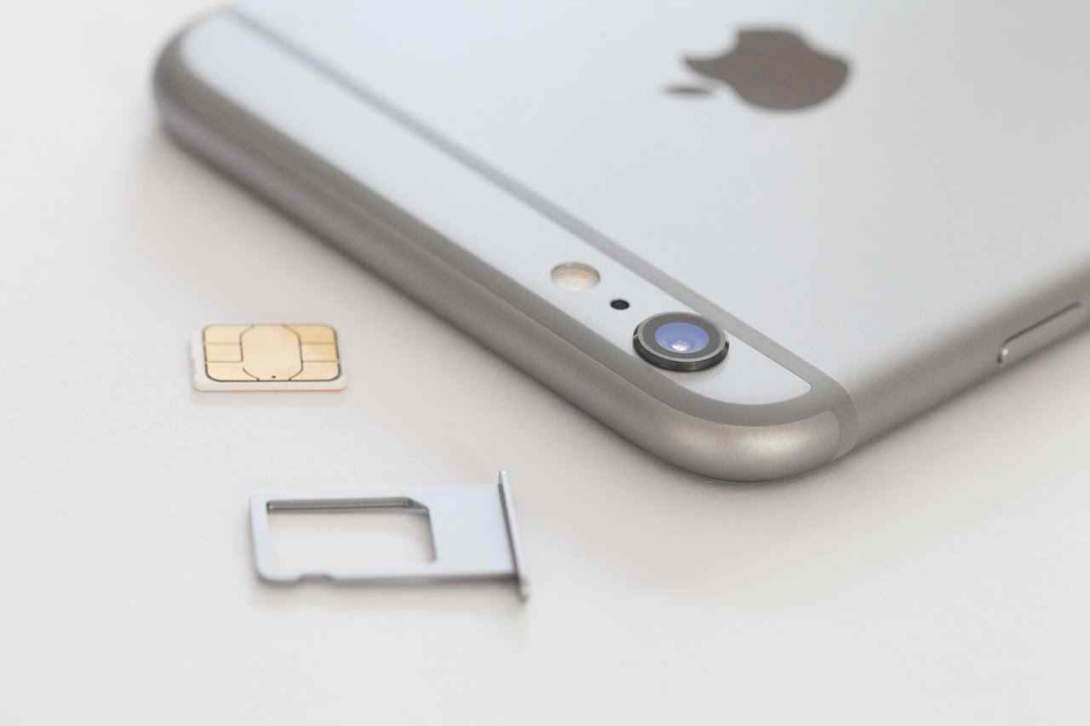 Apple iPhone Liquidmetal Alloy Features