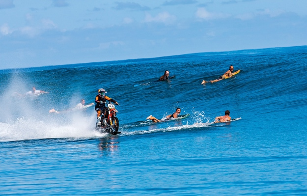 Stunt Video Robbie Maddison Surf