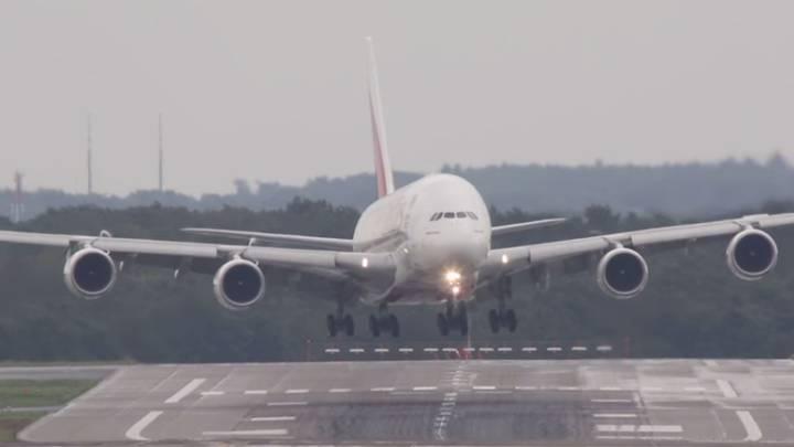 Airbus A380 Crosswind Landing Video
