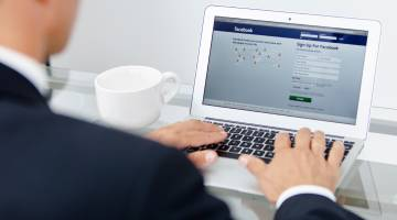 Facebook Identity Compromised Geotagging