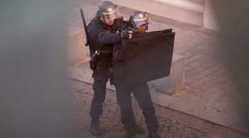 Police Raid Paris Kills ISIS