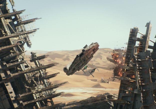 star-wars-tfa-hi-res-falcon-escape