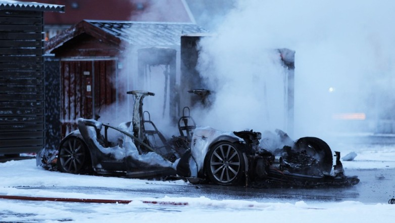 tesla-model-s-exploded-burned