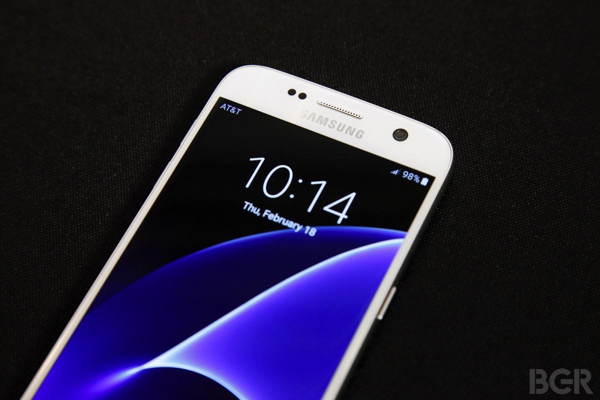 Galaxy S8 vs. iPhone 8: Selfies