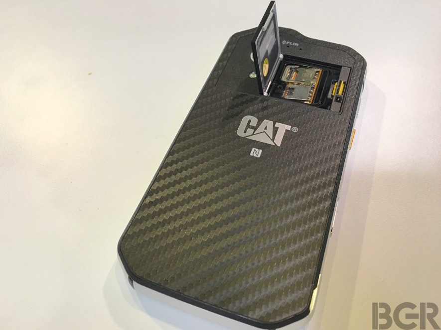 mwc-2016-caterpillar-s60-hands-on-7