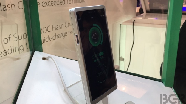 mwc-2016-oppo-super-vook-hands-on-6