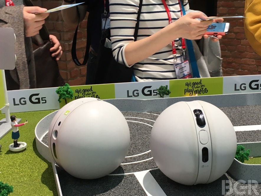 mwc-2016-rolling-bot-hands-on-4