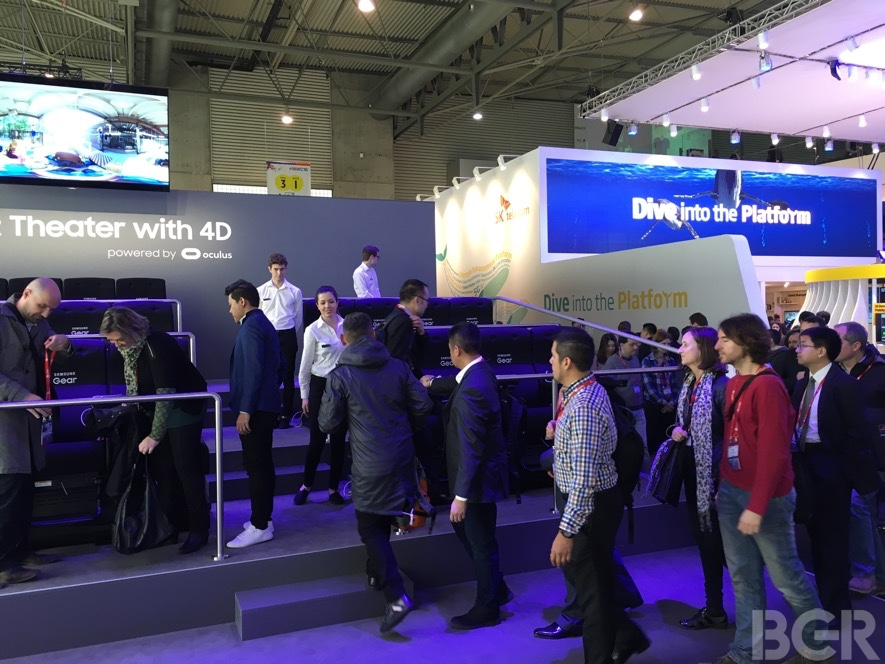 mwc-2016-samsung-gear-vr-4d-theater-hands-on-11