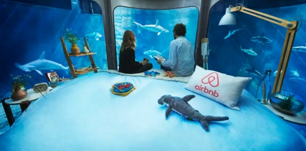 airbnb-shark-paris-aquarium-bedroom-1