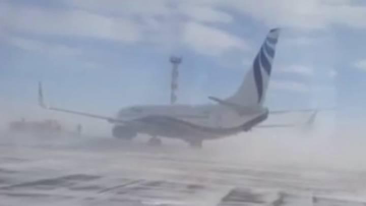 Boeing 737 Pulled Runway Siberian Wind