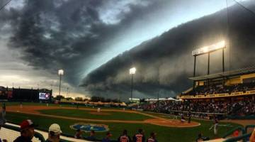 Crazy Storm Braves Astros Game