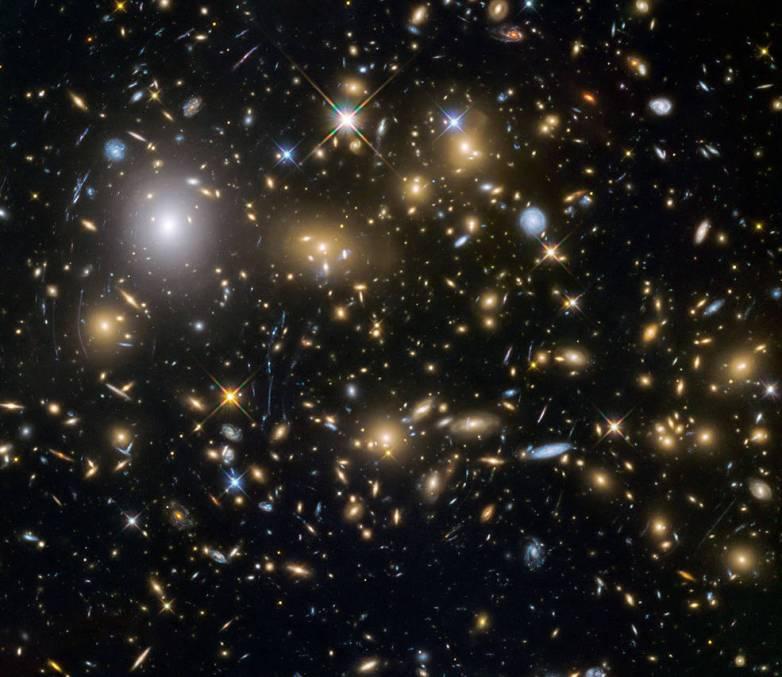Hubble Frontier Fields view of MACSJ0717.5+3745
