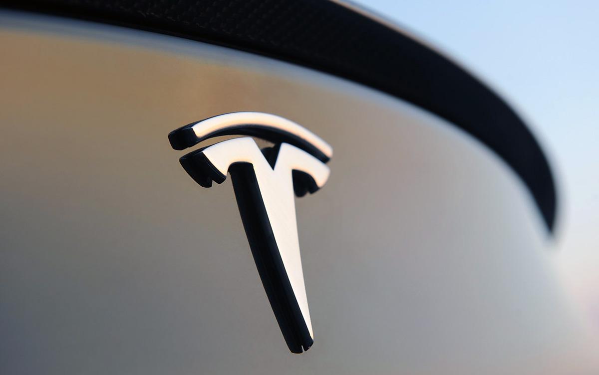 Apple Vs Tesla Comparison