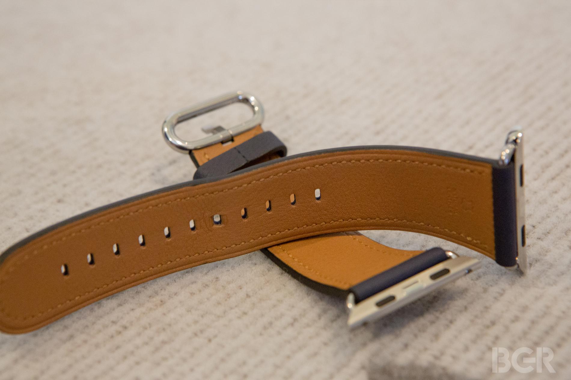 Apple-Watch-Classic-Buckle-2