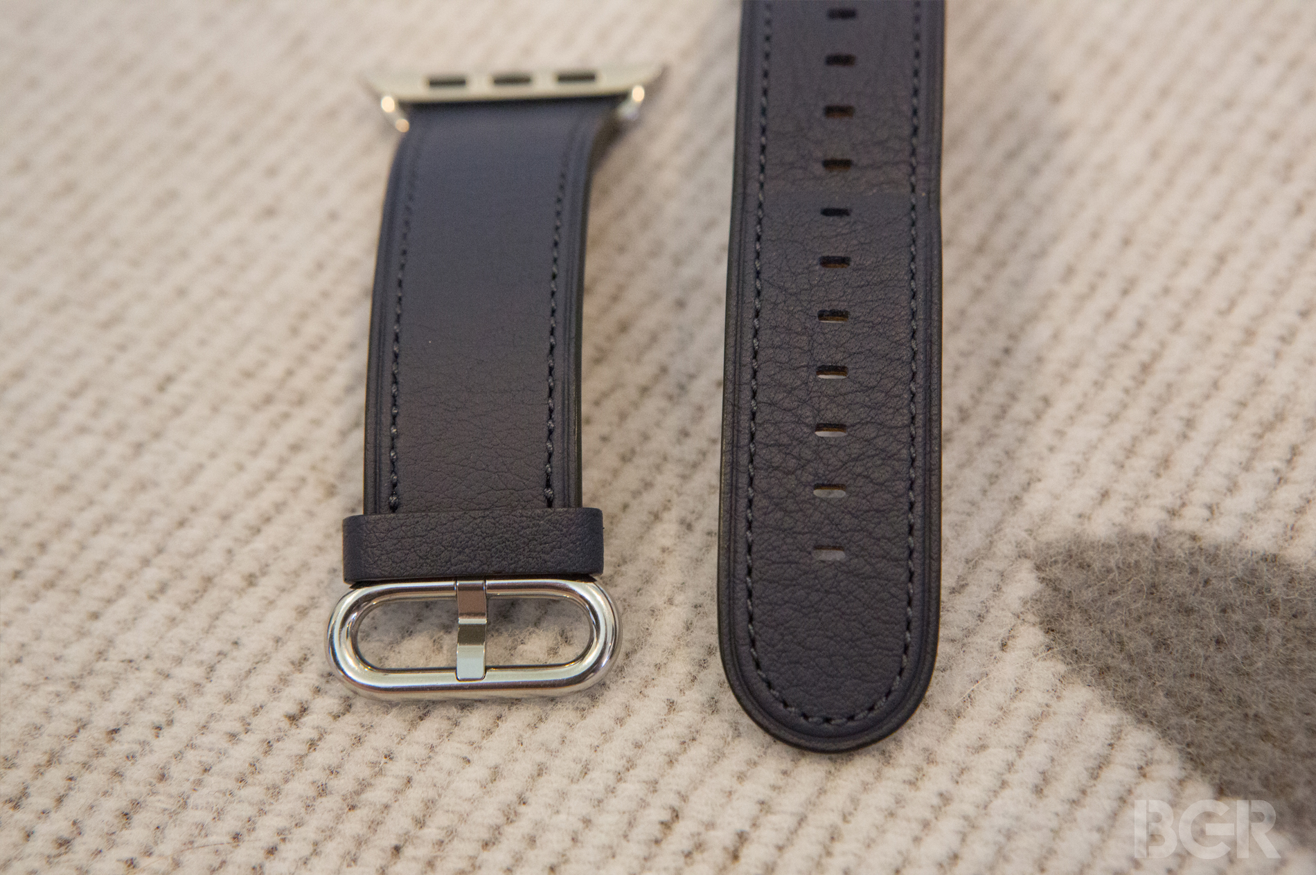 Apple-Watch-Classic-Buckle-3