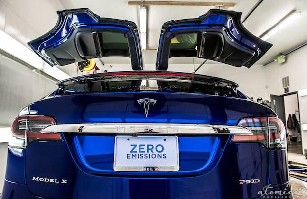 Model X Vs Lamborghini