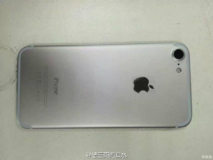 iphone-7-space-gray-photos-leak-1