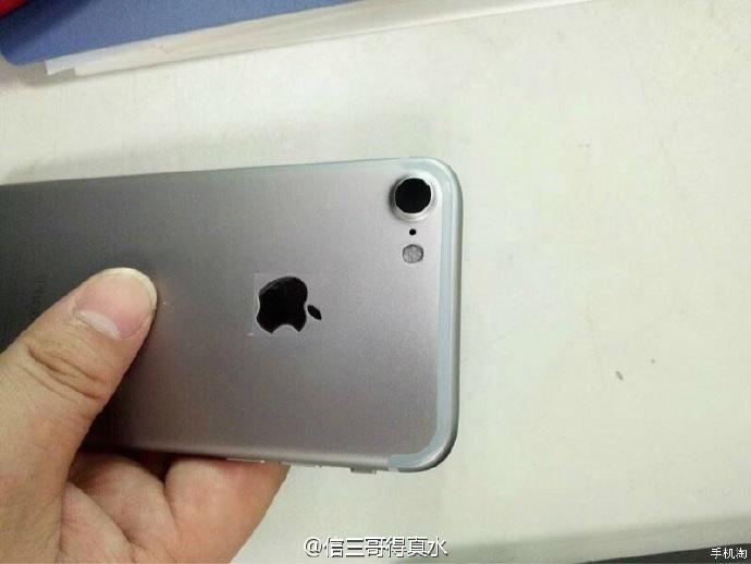 iphone-7-space-gray-photos-leak-2