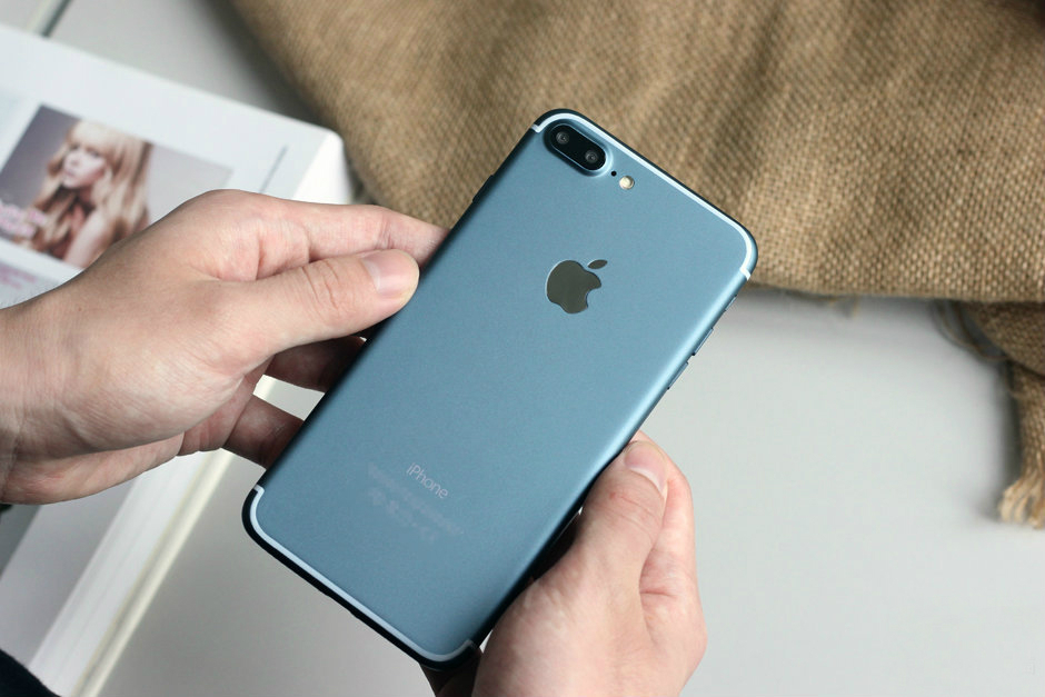 blue-iphone-7-plus-screen-turned-on-1