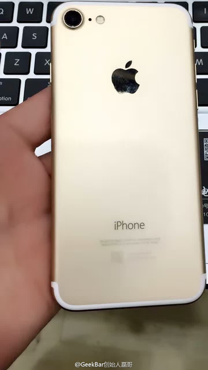 iphone-7-powered-on-leaked-images-2