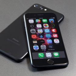 iPhone 7: Buy one, get one free deal