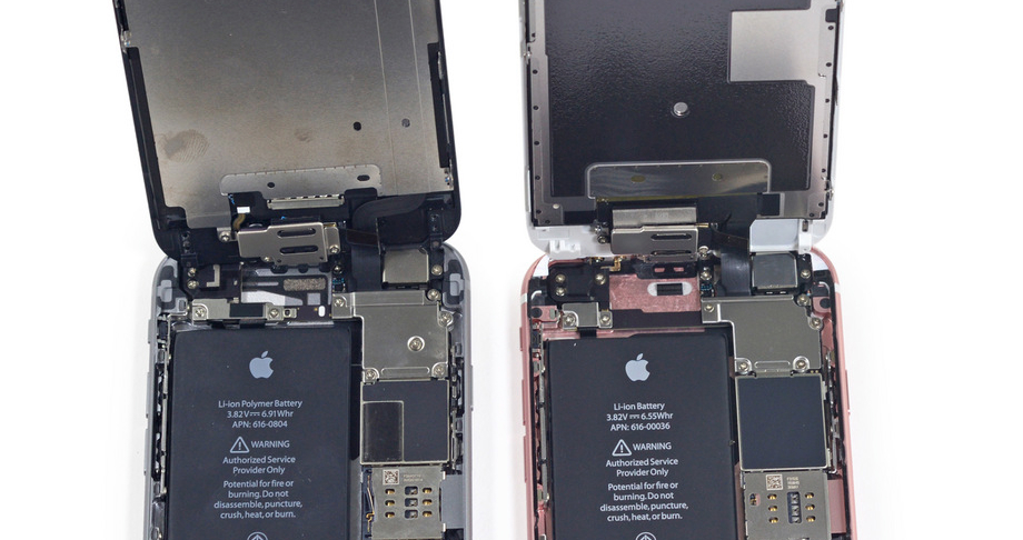 iPhone 6 (left) and iPhone 6s (right): Rear camera modules can be observed near the top right side of each phone.