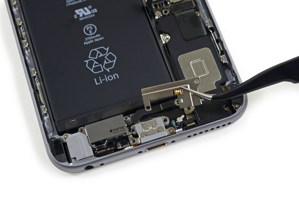 The Taptic Engine is placed between the headphone jack and the Lightning Port.