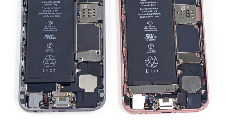 iPhone 6 (left) and iPhone 6s (right): Taptic Engine is placed under the battery, on top of the bottom ports.
