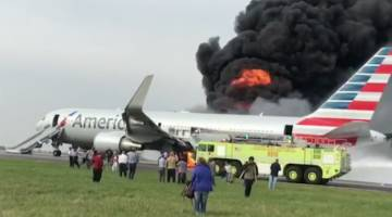 Video Airplane Fire Evacuation