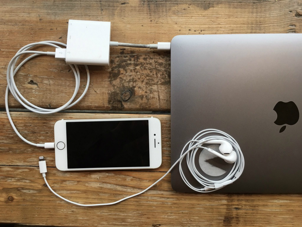 iPhone 7 Adapter For Headphones And Charger