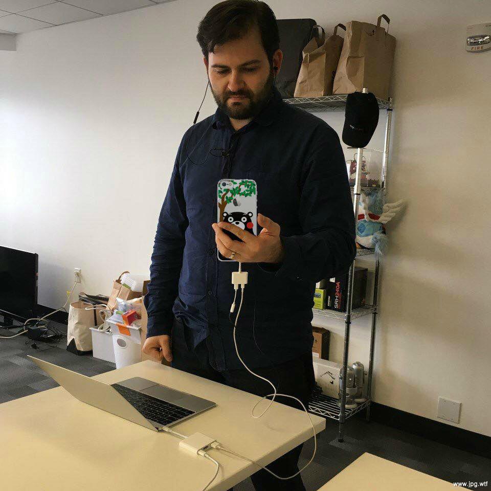 macbook-pro-iphone-7-lighting-headphones-dongle-2