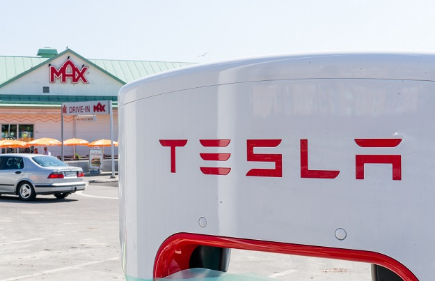 Tesla Upgrades Autopilot So It Must Obey Speed Limit
