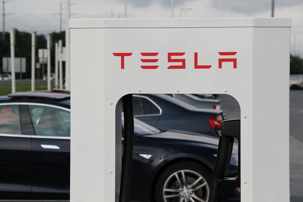 Tesla Supercharger lines