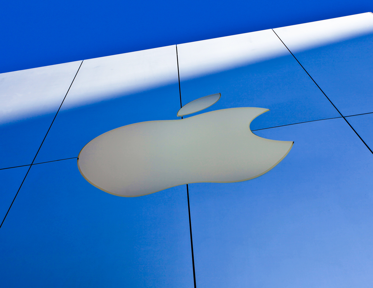 Apple hits Qualcomm with $1 billion lawsuit over patent ...
