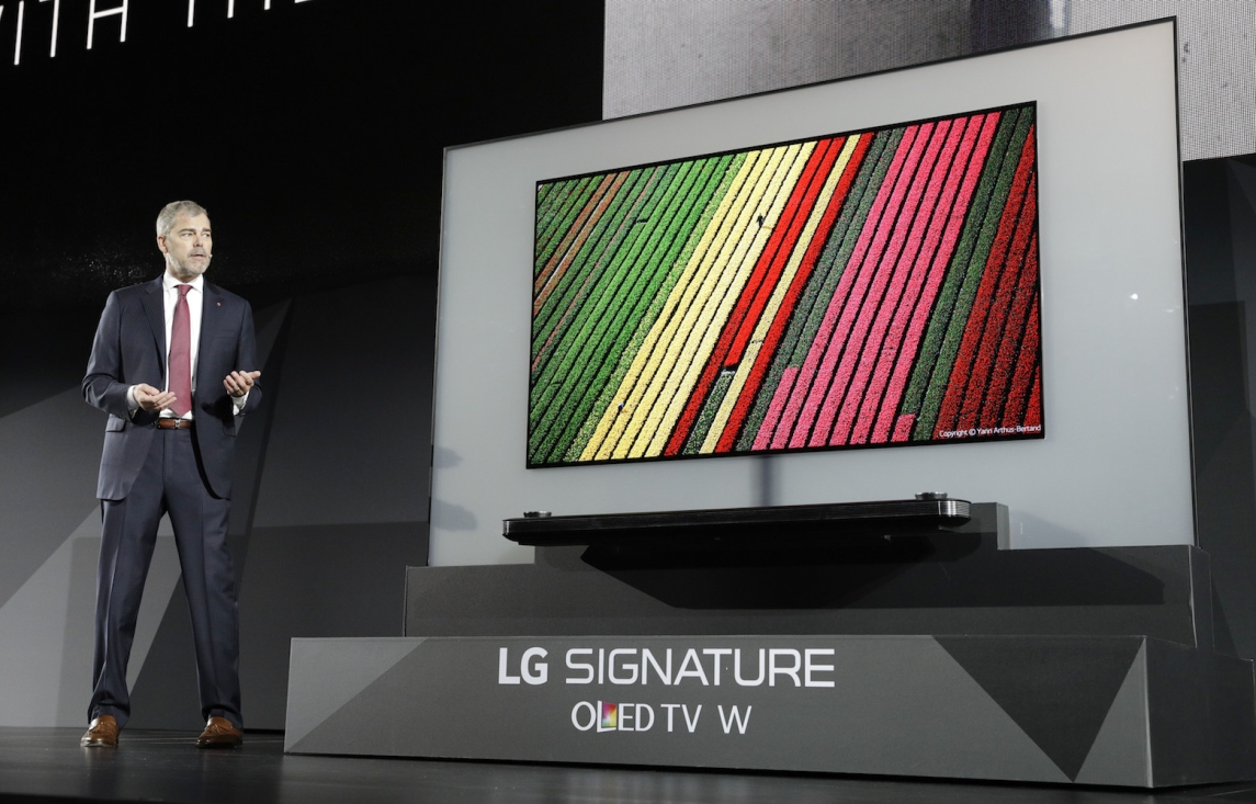 CES 2017 LG W7 ile ilgili görsel sonucu