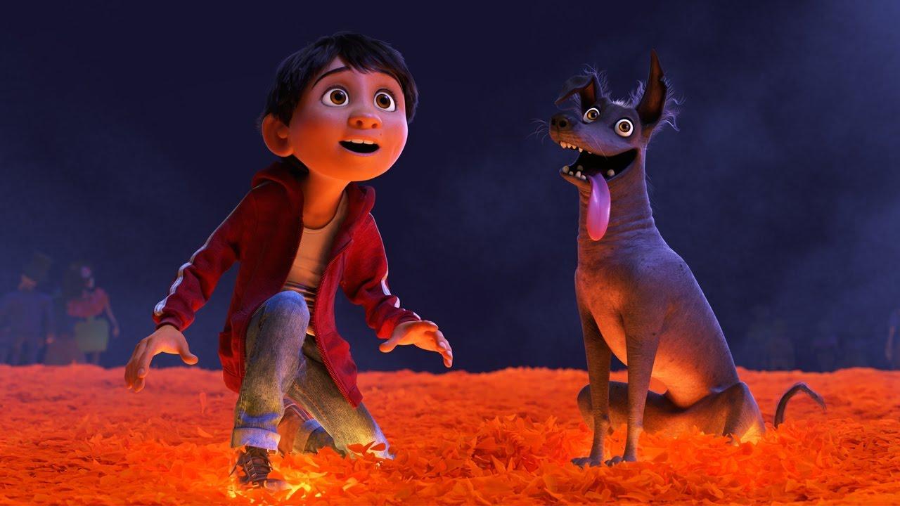 Miguel y Dante mirando el mundo de los muertos
