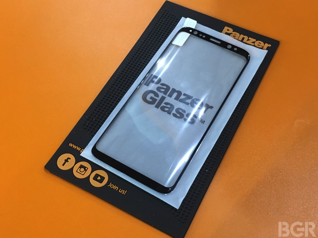 galaxy-s8-panzer-glass-screen-protector-hands-on-mwc-2017-hands-on-11