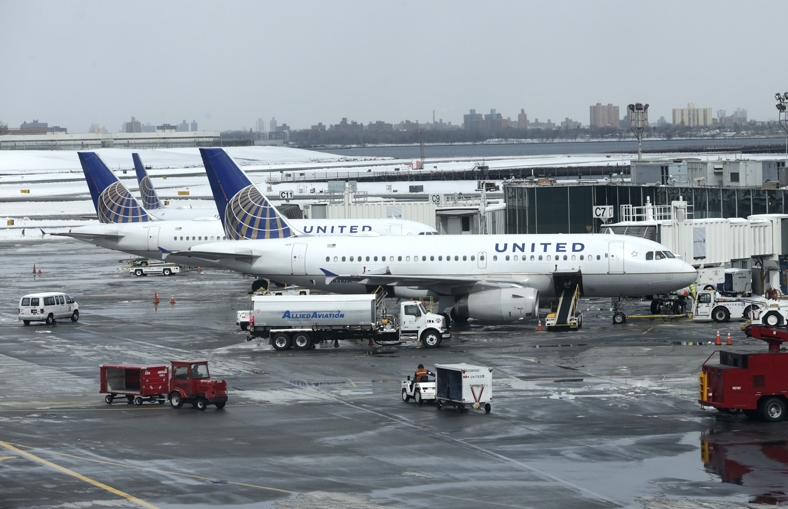 United Airlines now says controversial flight was not overbooked