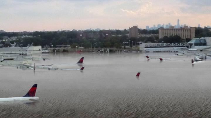 Hurricane Harvey flooding: Houston airport
