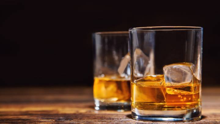 Whiskey ice cubes vs water