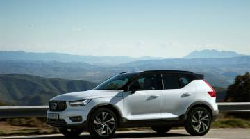 Volvo XC40 lease program costs benefit