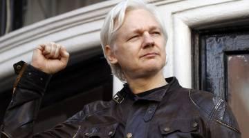 Julian Assange Twitter account suspended