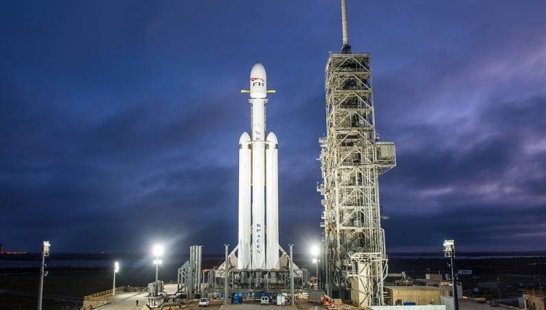 SpaceX Falcon Heavy launch date coming