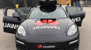 Huawei Mate 10 Pro Self-driving Car