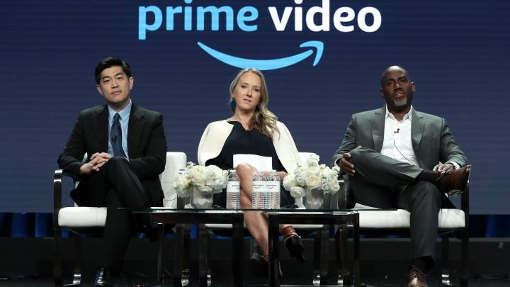 Amazon buying movie theaters