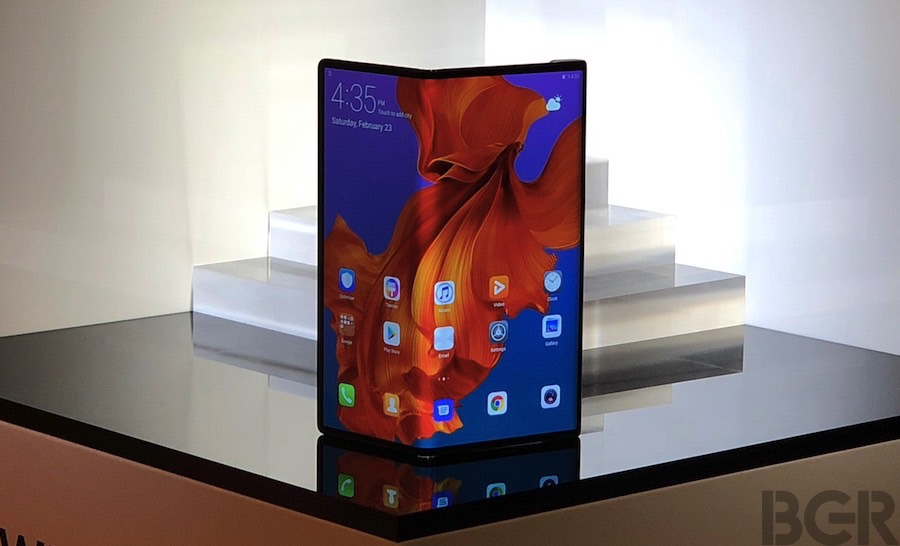 Galaxy Fold vs. Huawei Mate X