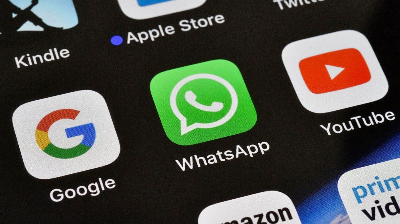 WhatsApp vs. iMessage